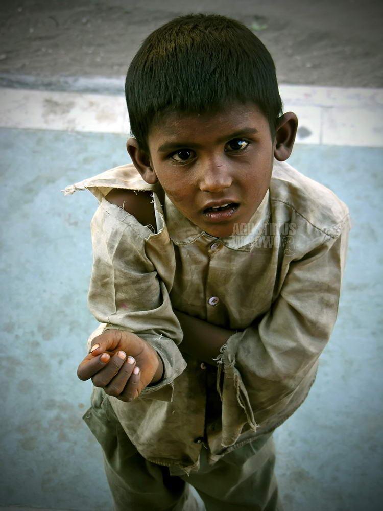 india-2005-jodhpur-boy-beggar-gaze