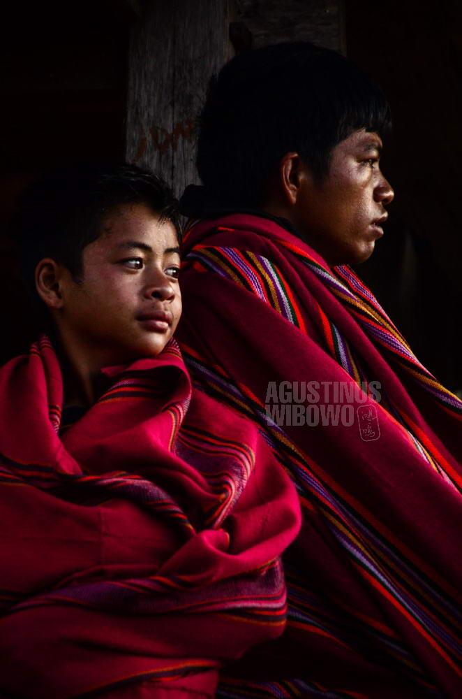 indonesia-2016-toraja-simbuang-boys-blanket-red