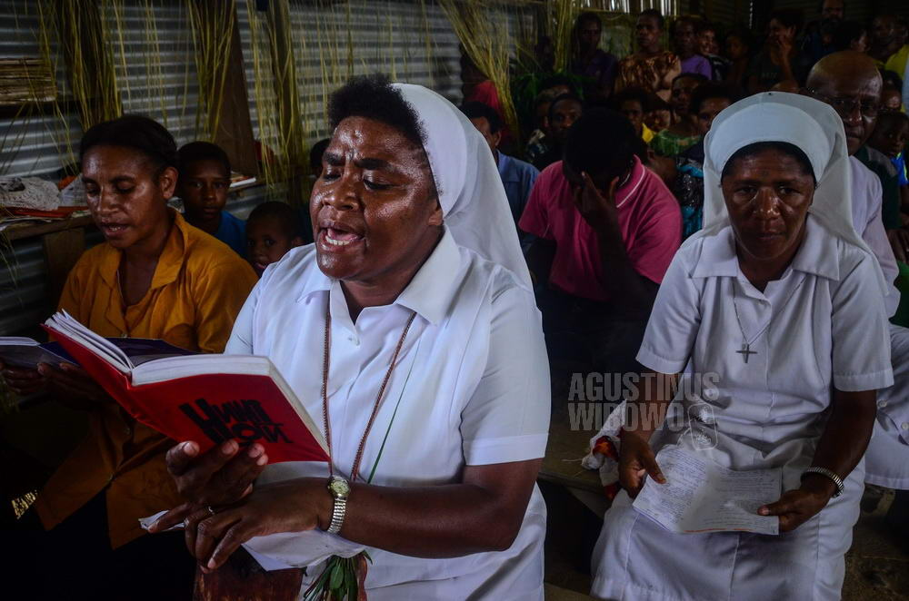 papua-new-guinea-2014-tarakbits-sisters-catholic-singing-church